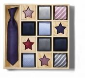 Hedvábná kravata s úpravou Teflon® na ochranu proti skvrnám. Cena: asi 250 Kč (TCHIBO)