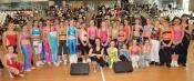 Lekce aerobiku  hlavní pořadatelky a instruktorky Jitky Exlové  (uprostřed)prověřila pružnost kadetek