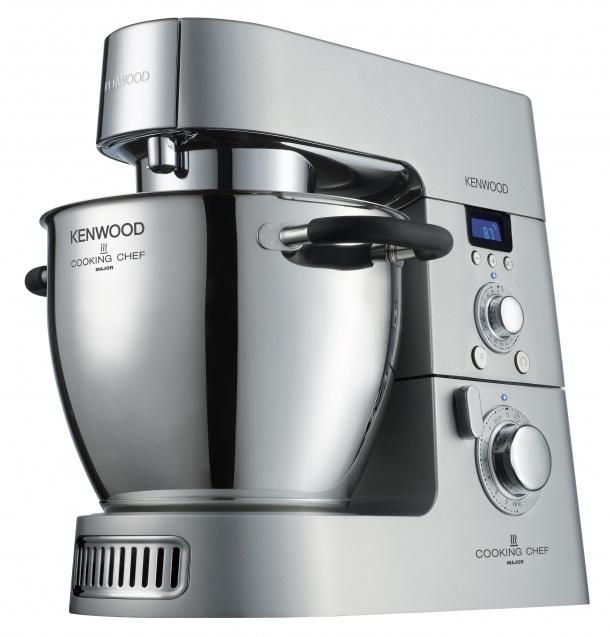 Cooking Chef od firmy Kenwood vedle parametrů nadstandardního robota s volitelným příslušenstvím umí navíc vařit. To oceníte jak u pokrmů, které vyžadují delší míchání,  tak i u sladké kuchyně, kdy je třeba vyšlehávat za tepla.