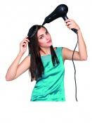 Naneste na vlasy stylingovou pěnu a lehce je vyfoukejte pomocí polstrovaného kartáče. Vlasy směrujte nahoru přes přední část hlavy, aby ležely naplocho.